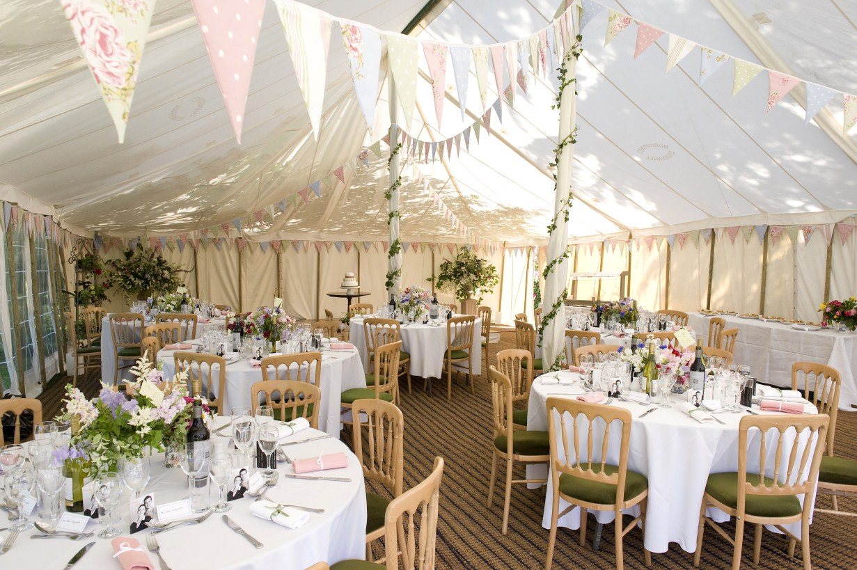 Put together the most beautiful rustic wedding with these for Most beautiful wedding reception decorations